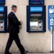 ハンズフリー除菌ディスペンサー 使用シーン(ATM)